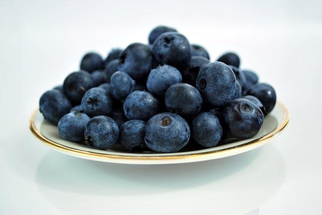 blueberries-184448_640